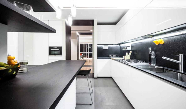 light grey : Cucina in stile in stile Minimalista di 23bassi studio di architettura