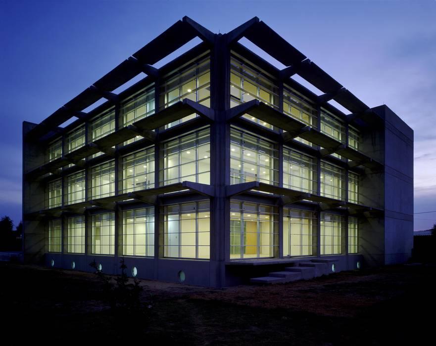 Química Delta:  de estilo  por Central de Arquitectura