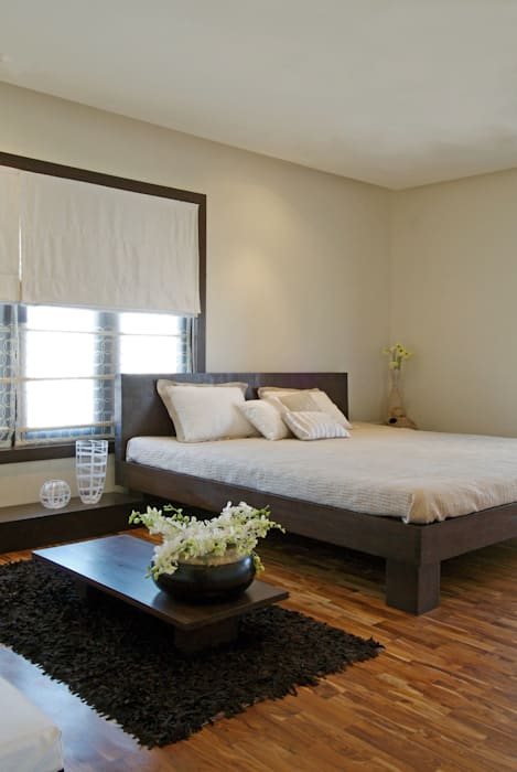 Exquisite Indian wood carving art Minimalist bedroom by homify Minimalist