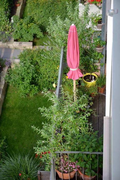 Kleiner Südbalkon Balkon, Veranda & Terrasse von Nelka