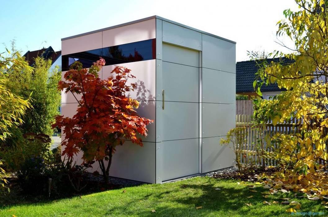 Garasi oleh design@garten - Alfred Hart -  Design Gartenhaus und Balkonschraenke aus Augsburg, Modern Komposit Kayu-Plastik