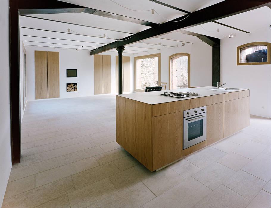 Jan Rösler Architekten haus stein: minimalistische küche von jan rösler architekten | homify