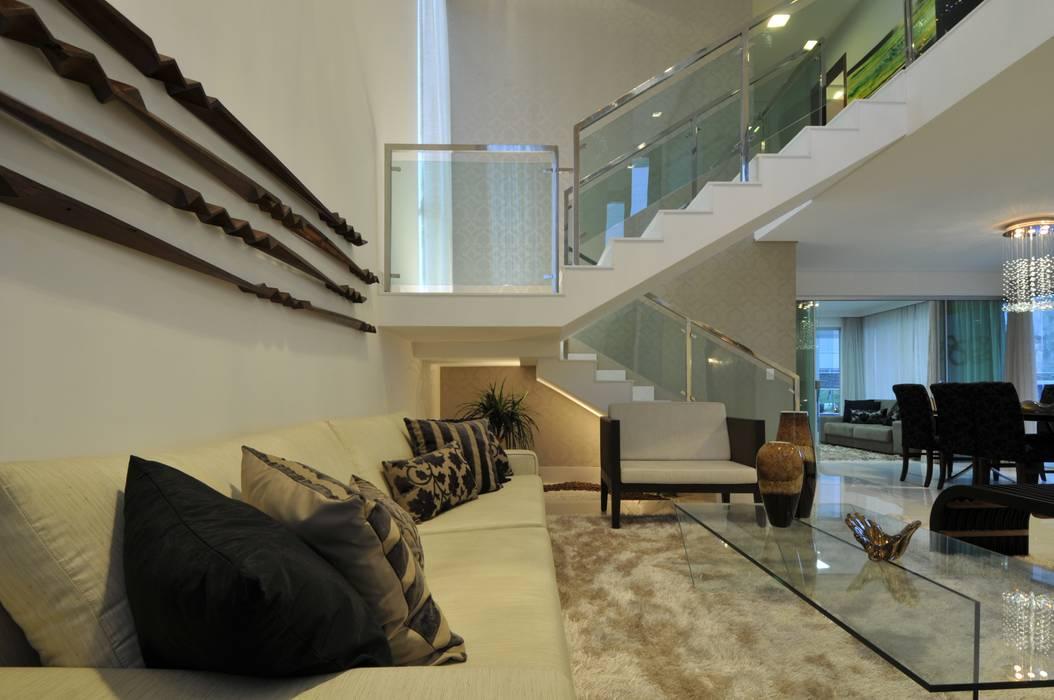 Living room by Espaço Cypriana Pinheiro