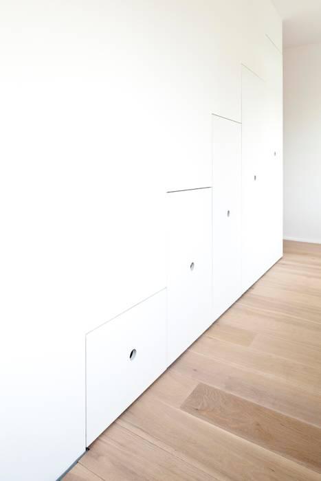 Wohnhaus in Witikon Klassische Ankleidezimmer von hausbuben architekten gmbh Klassisch