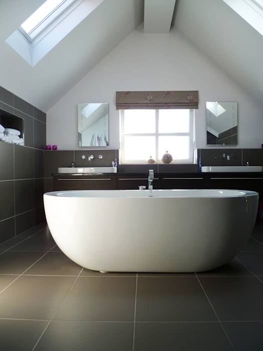 Streamside Close, Timperley, Altrincham Modern style bathrooms by Capra Architects Modern