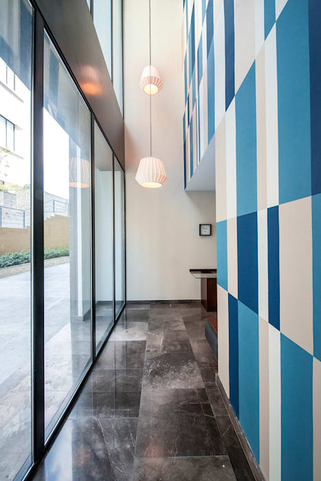EMMA NORTE 2 Pasillos, vestíbulos y escaleras modernos de ESTUDIO TANGUMA Moderno