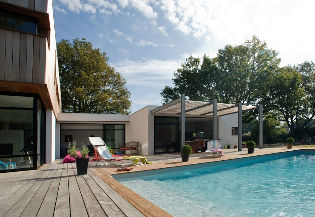 Casas modernas por ATELIER D'ARCHITECTURE ET D'URBANISME MARTIAL Moderno