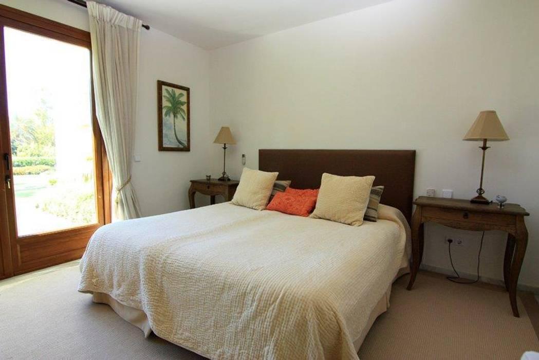 Dormitorio: Dormitorios de estilo clásico de Bernadó Luxury Houses