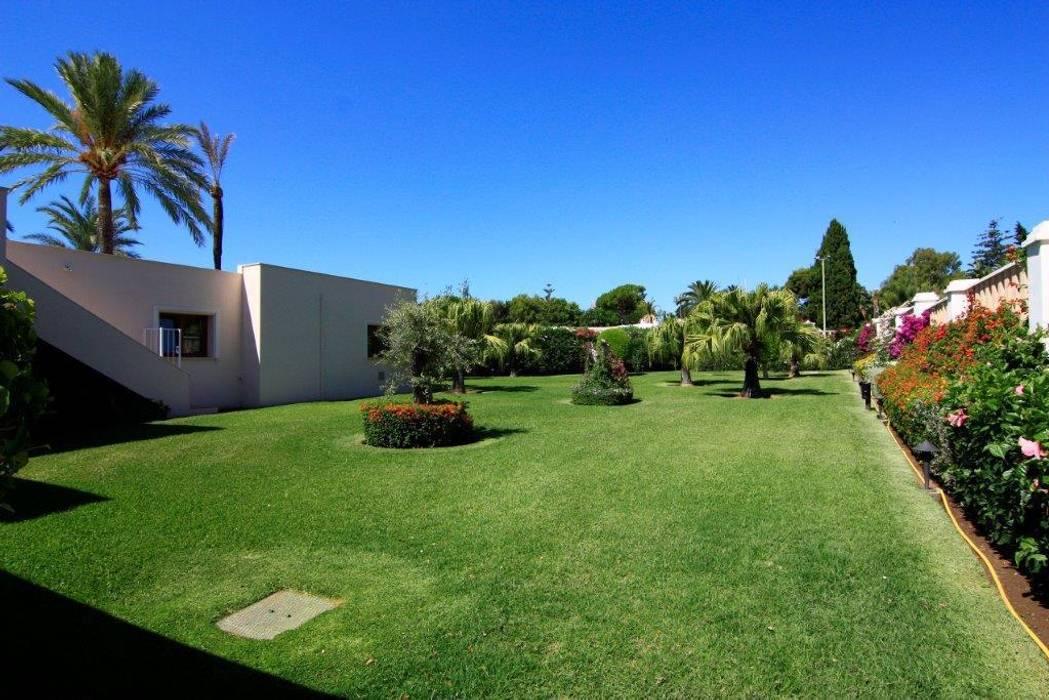 Jardín Jardines de estilo clásico de Bernadó Luxury Houses Clásico