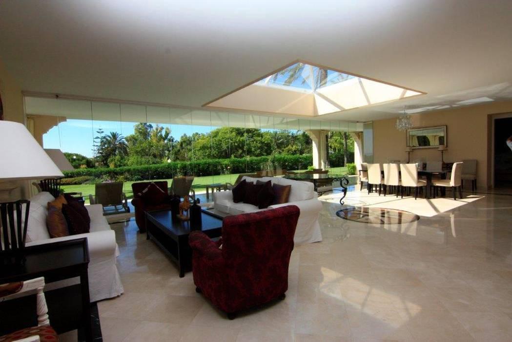 Salón comedor: Salones de estilo  de Bernadó Luxury Houses