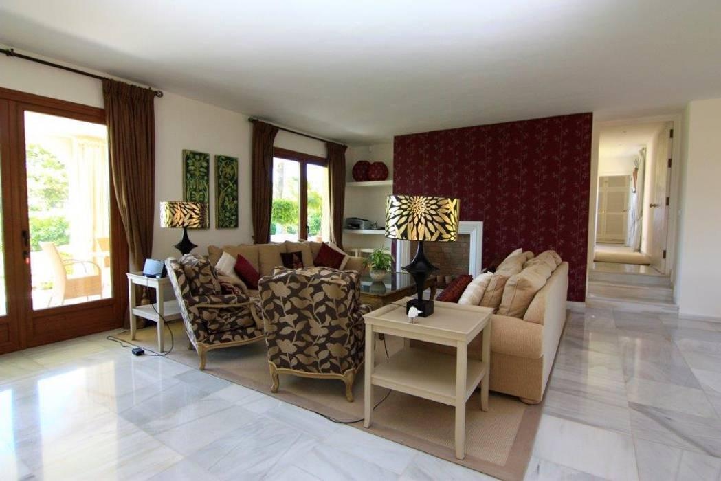 Salita Salones de estilo clásico de Bernadó Luxury Houses Clásico