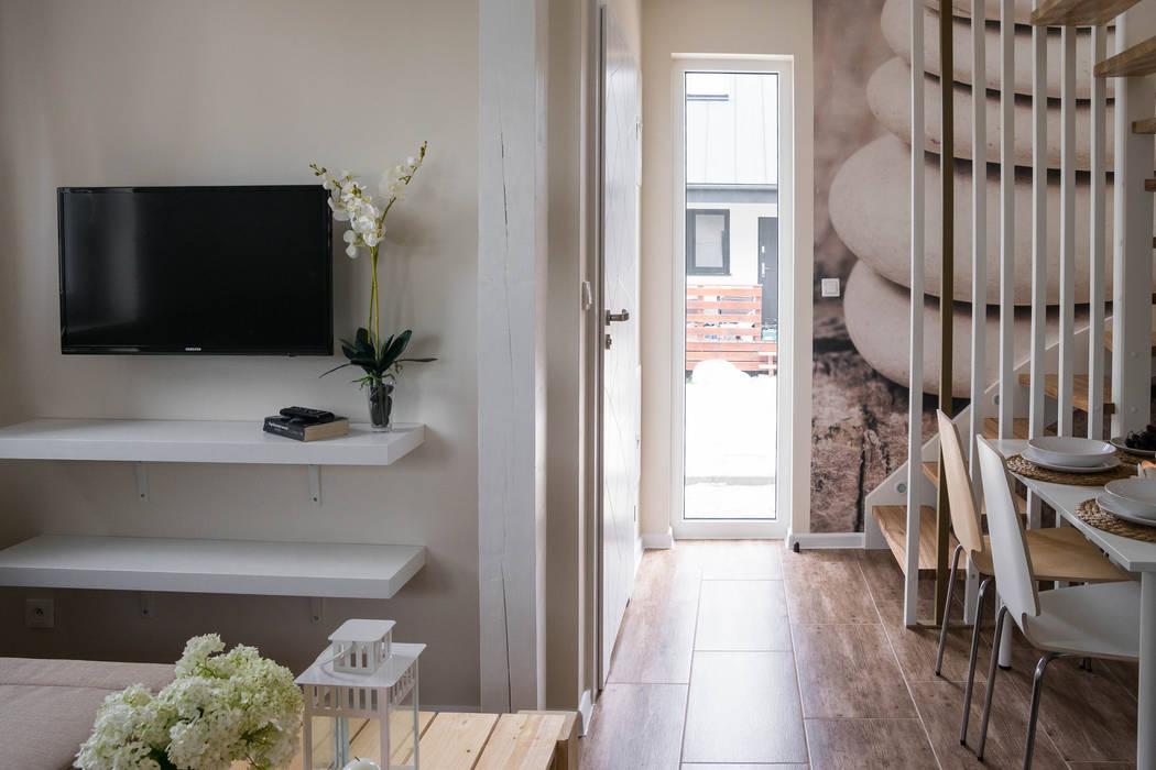 Domek - ziemia: styl , w kategorii Hotele zaprojektowany przez Ewa Weber - Pracownia Projektowa,Skandynawski