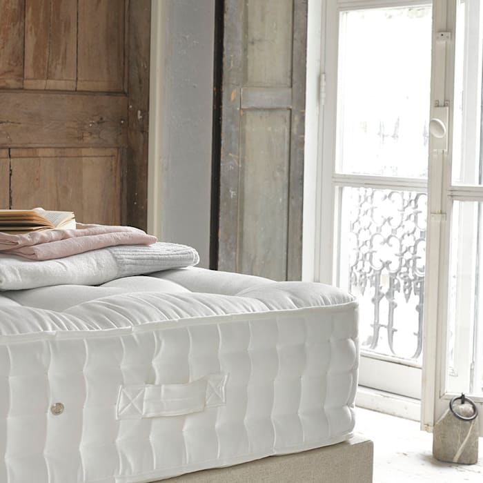 Top Dog Mattress : classic Bedroom by Loaf