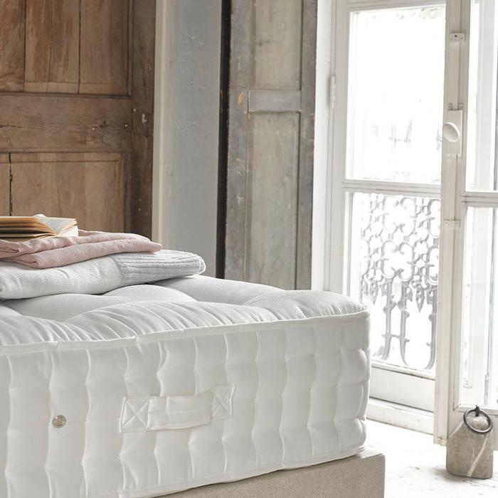 Top Dog Mattress Спальня в классическом стиле от Loaf Классический
