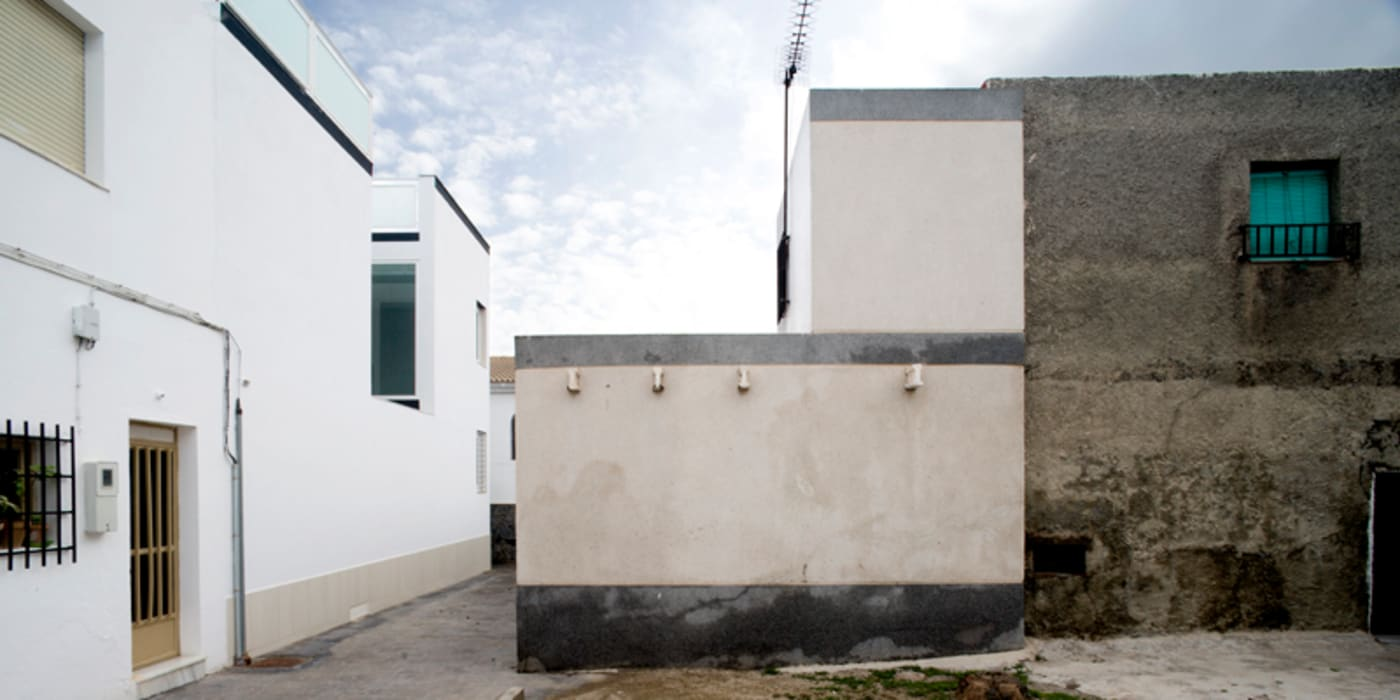 casa ezequiel vora Casas de estilo moderno