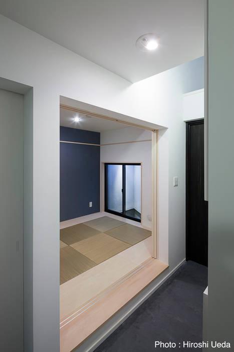 玄関横の和室 モダンデザインの 多目的室 の 石川淳建築設計事務所 モダン