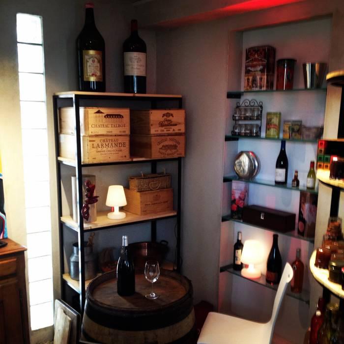 Espace dégustation Cave à vin rustique par Adriana Art Déco Rustique