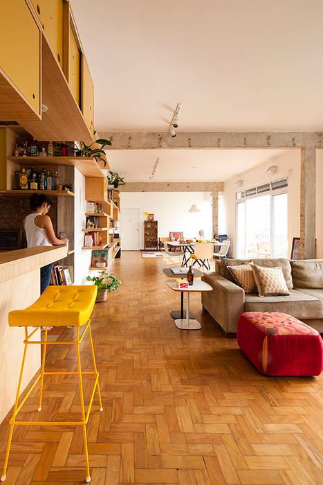 APARTAMENTO APINAGÉS: Salas de estar  por Zoom Urbanismo Arquitetura e Design