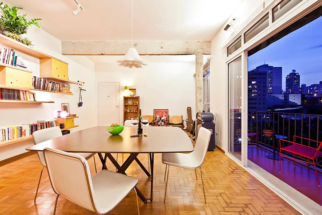 APARTAMENTO APINAGÉS: Salas de jantar  por Zoom Urbanismo Arquitetura e Design,