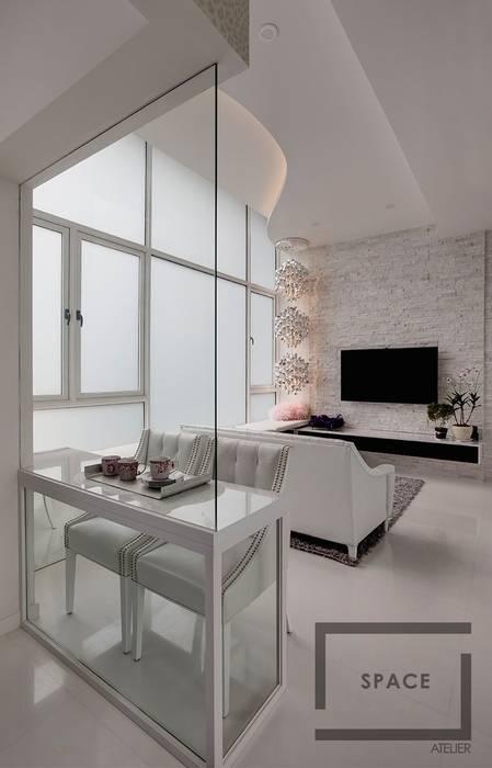 Salas / recibidores de estilo  por Space Atelier Pte Ltd , Moderno