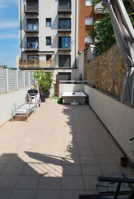 Śródziemnomorski balkon, taras i weranda od Vicente Galve Studio Śródziemnomorski