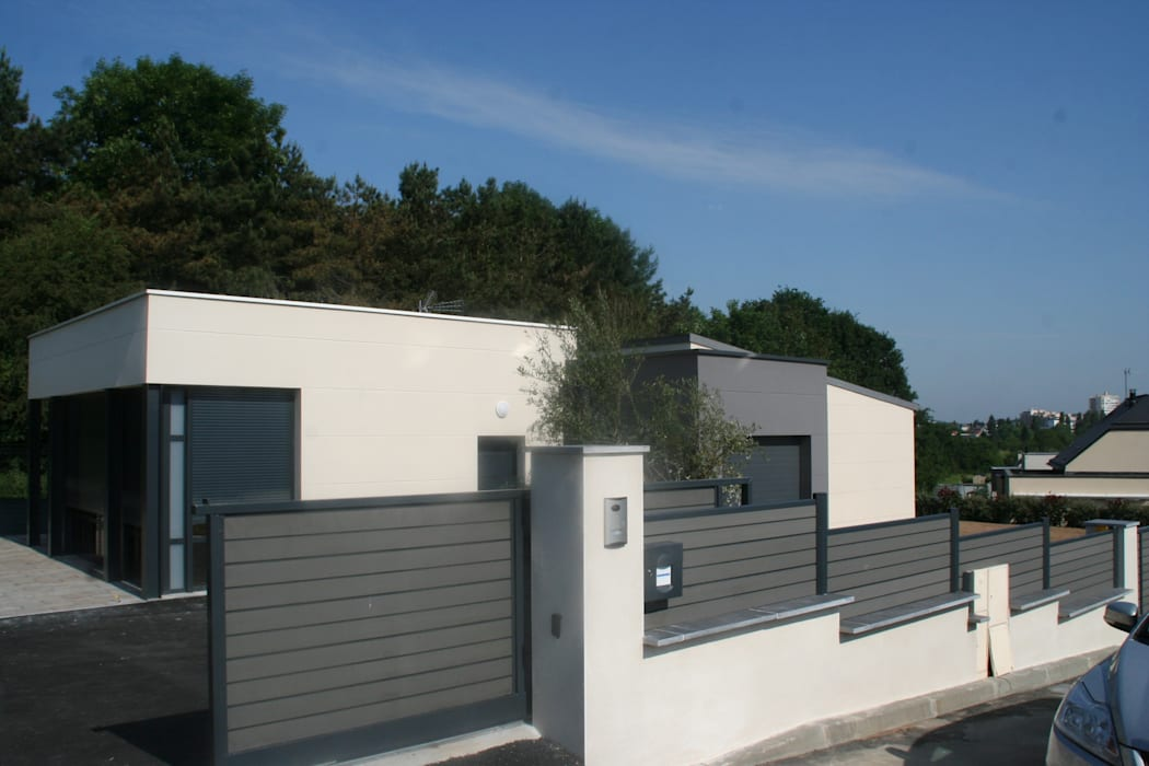 Zoom portail et muret: Jardin de style  par EURL OLIVIER DUBOIS