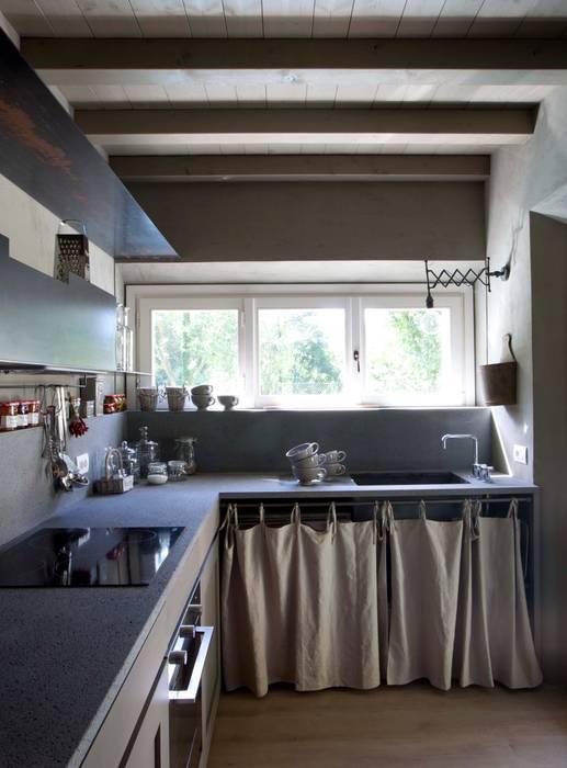 Küche von Architetto Silvia Giacobazzi, Rustikal