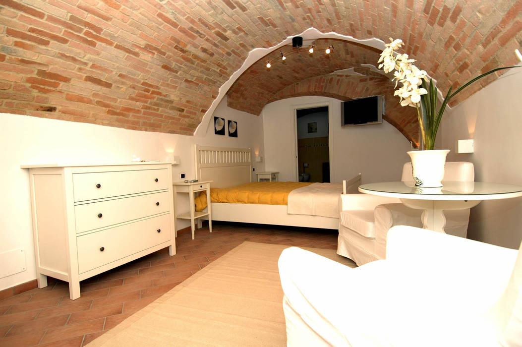 MONOLOCALE DOPO I LAVORI: Case in stile in stile Moderno di  Massimo Ghirga Architetto