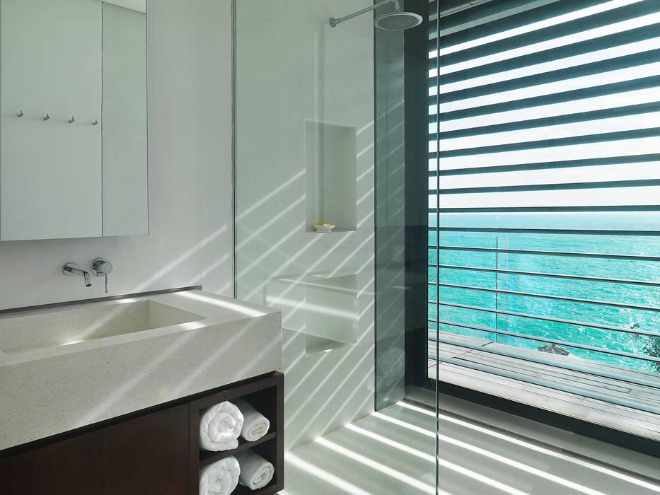 Villa Amanzi Modern bathroom by Original Vision Modern