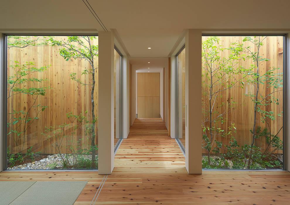 House of Nishimikuni Modern Corridor, Hallway and Staircase by arbol Modern