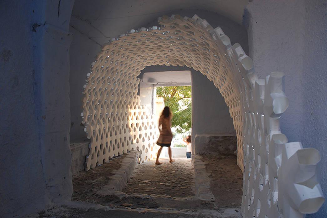 Daphne Modern corridor, hallway & stairs by 24° Studio Modern