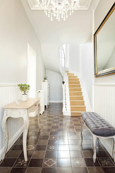 Entrée majestueuse Couloir, entrée, escaliers minimalistes par CL Intérieurs Minimaliste