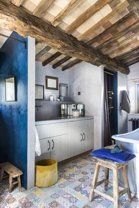 Bathroom by dmesure, Mediterranean
