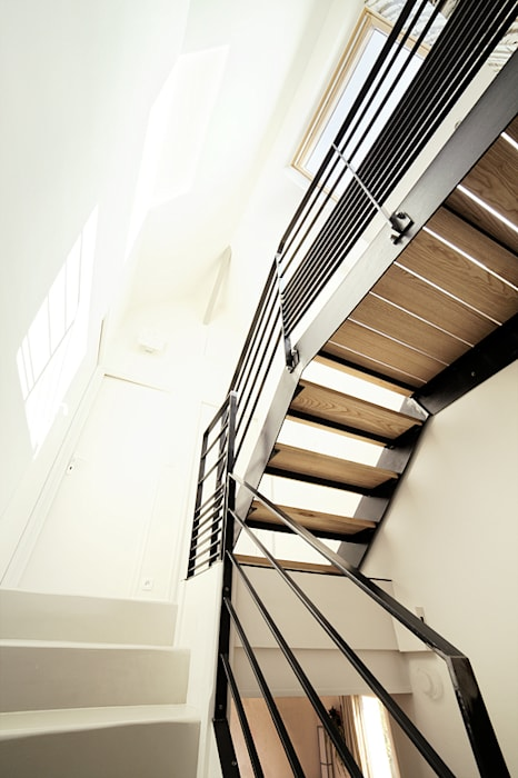 Escalier sur mesure Salon moderne par CL Intérieurs Moderne