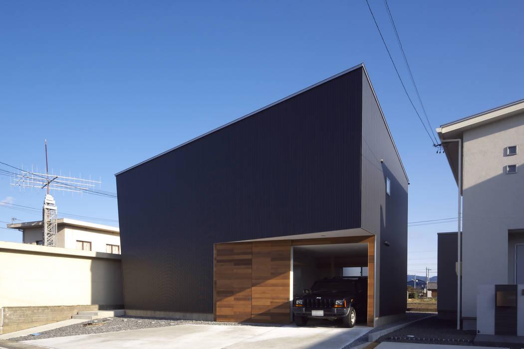 C lab.タカセモトヒデ建築設計 Rumah Gaya Eklektik