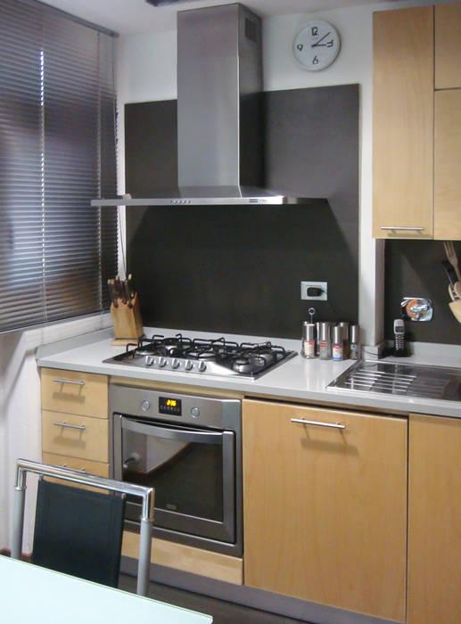 Cucina 7.1: Cucina in stile in stile Minimalista di Essenza Legno