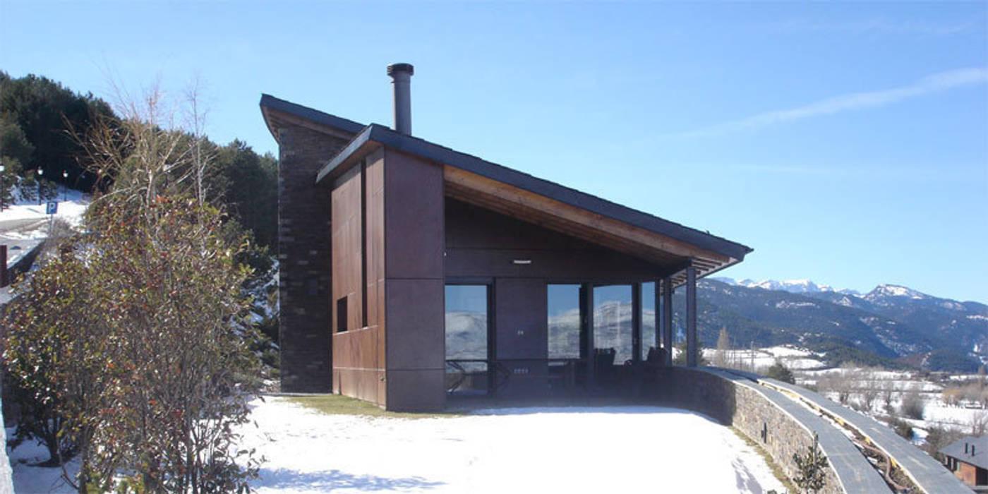 180º: Casas de estilo moderno de ARQUITECTES CERDANYA