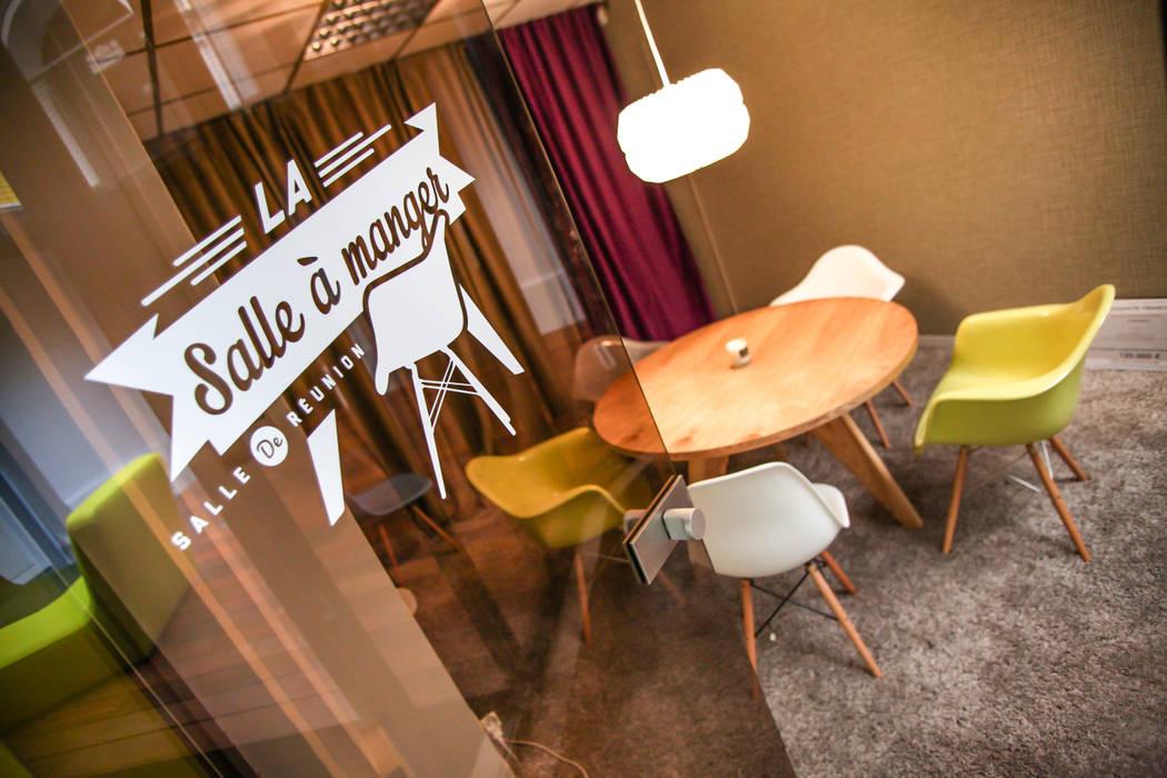 Salle de réunion Mymarseille: Bureaux de style  par Insides