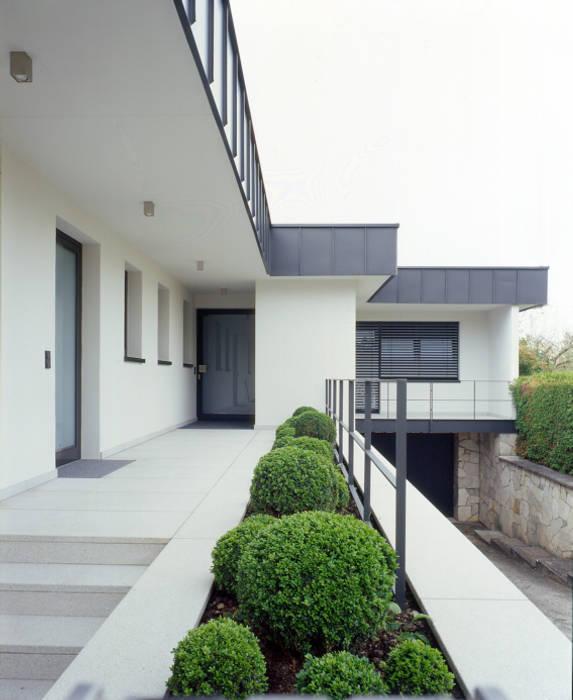Eingangsbereich Haus Außen : eingangsbereich au en h user von tredup homify ~ Watch28wear.com Haus und Dekorationen