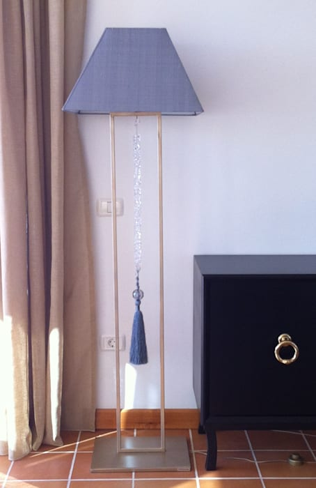 Lámpara de pie: Casas de estilo  de Tatiana Doria,   Diseño de interiores