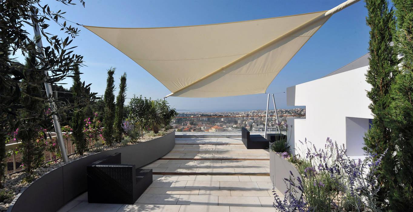 Traumhafter Blick auf die Côte d'azur Mediterraner Balkon, Veranda & Terrasse von +grün GmbH Mediterran
