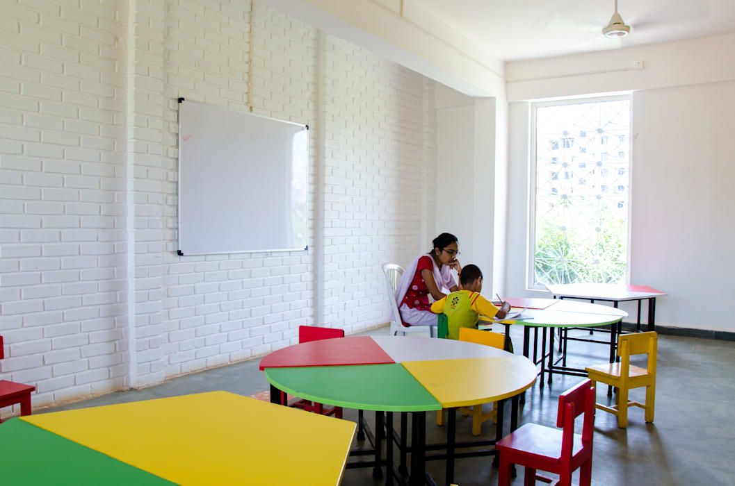 Classroom - textured walls Schools by M+P Architects Collaborative