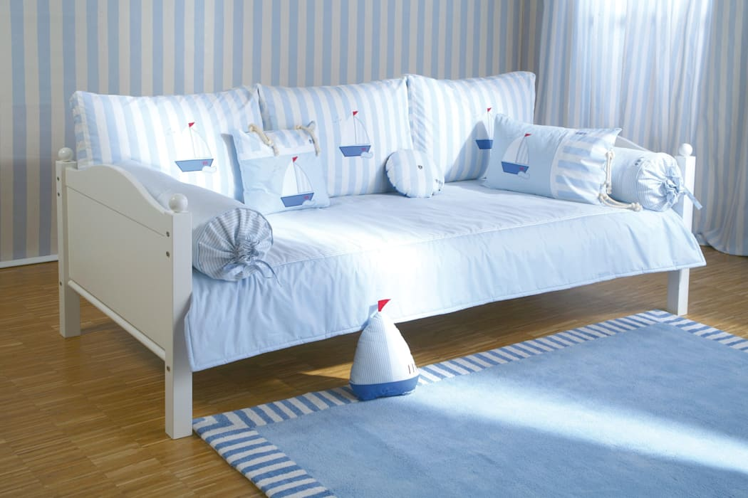 annette frank gmbh Nursery/kid's roomBeds & cribs