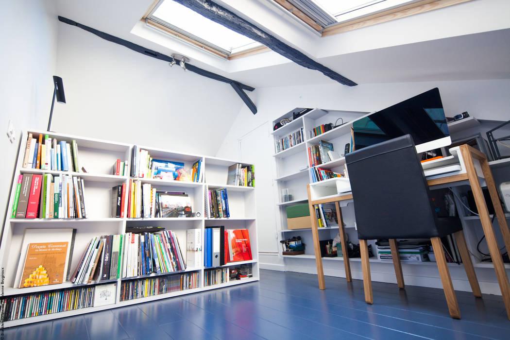 Duplex Lumineux: Salon de style  par Solenne Brugiroux Architecte, Moderne
