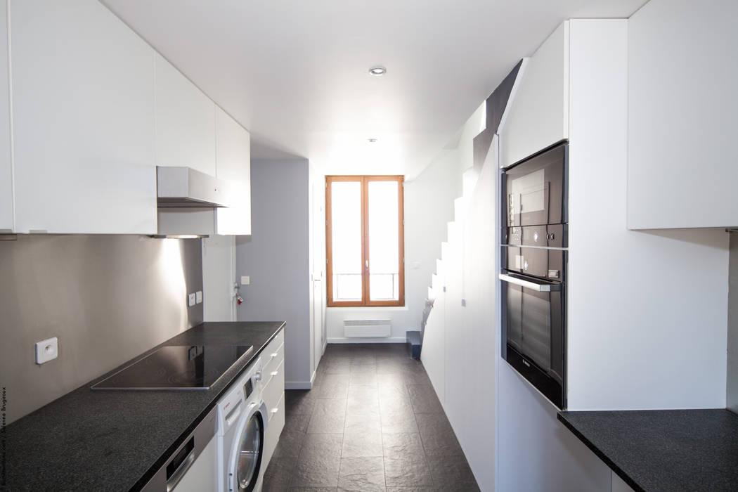 Duplex Lumineux: Cuisine de style  par Solenne Brugiroux Architecte