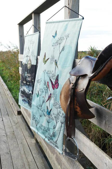"""Tapisserie murale """"l'ile aux Papillons"""": Salon de style  par OIA Objet d'Intérieur Abracadabran"""