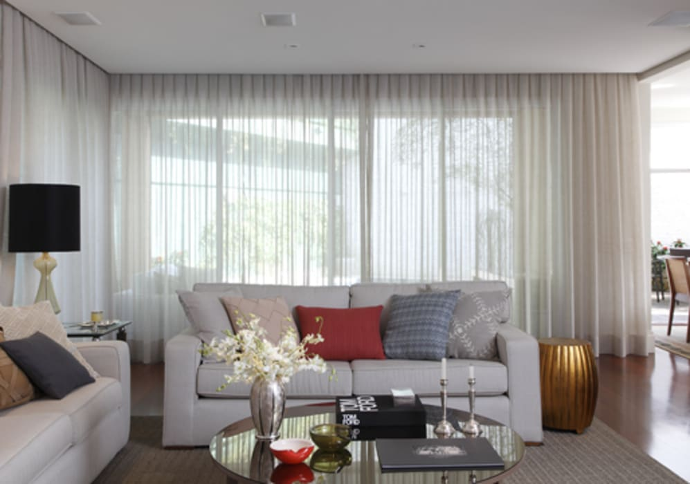Classic style living room by Lore Arquitetura Classic