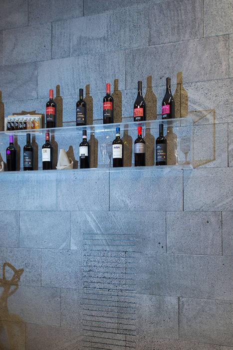 Pareti in pietra lavica grigia: Gastronomia in stile  di Ranieri Pietra Lavica