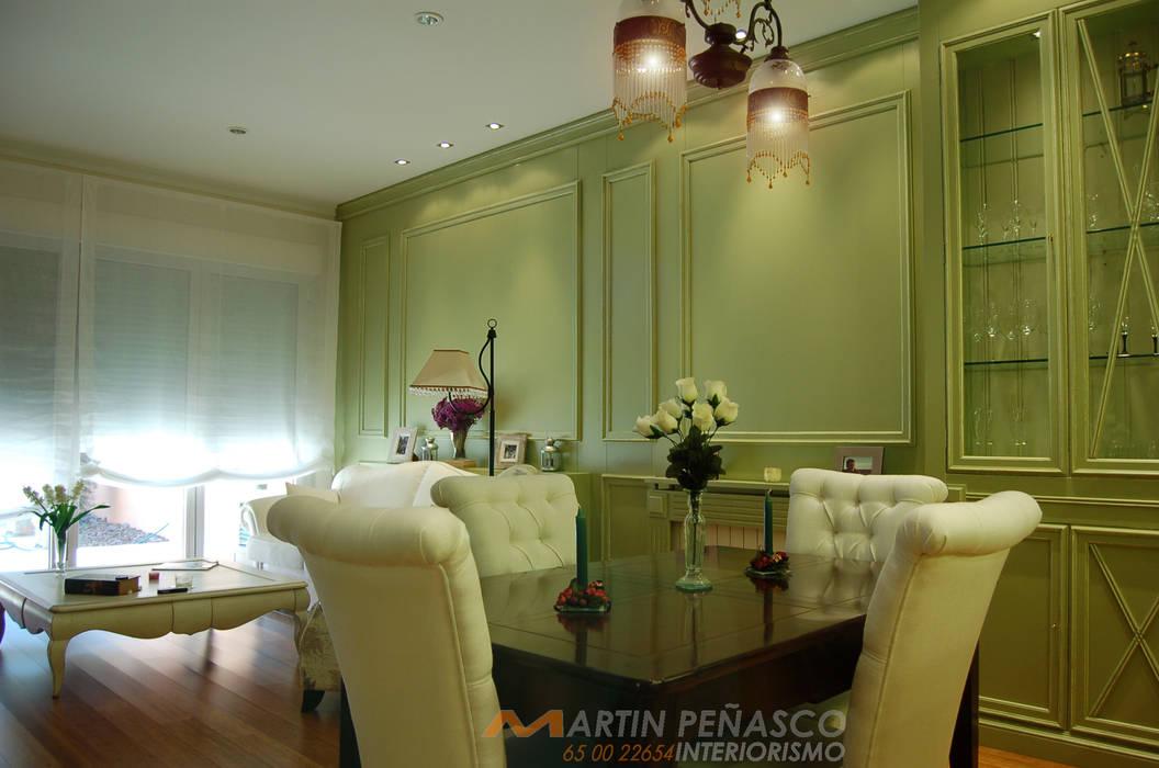 Diseño de salón y boiserie MTPinteriorismo:  de estilo  de MARTINPEÑASCO interiorismo