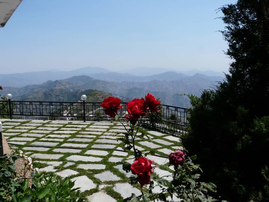 Hotel Kufri:  Hotels by Snow King Retreat